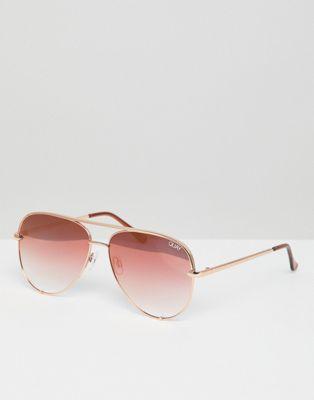 Gafas de sol estilo aviador en dorado rosa High Key de Quay Australia X Desi