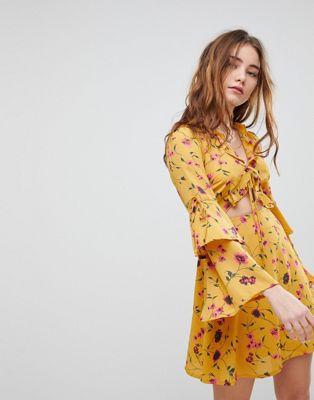 Glamorous – Blommönstrad tea-klänning med utskärning