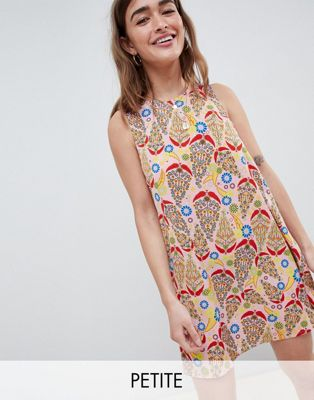 Glamorous Petite Sleeveless Shift Dress With Tie Back In Paisley Print