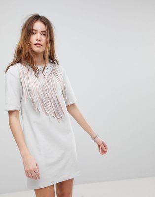 Bild 1 av Glamorous – T-shirtklänning med fransar