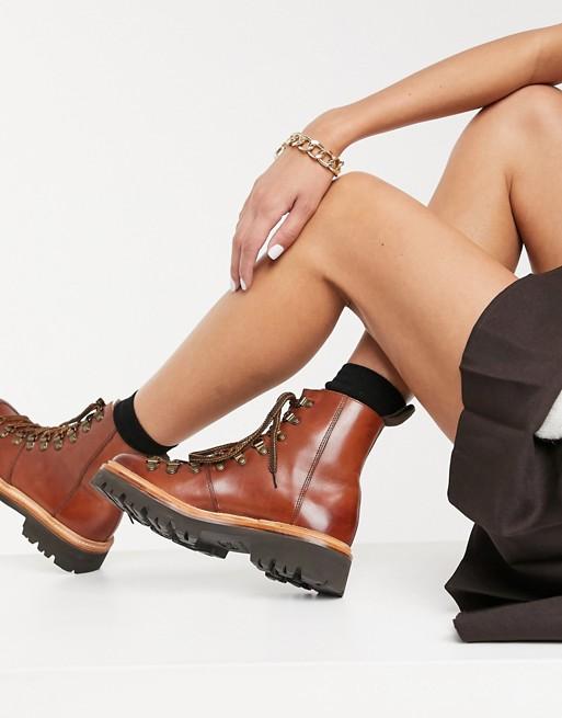 Grenson - Nanette - Tanfarvede vandrestøvler i læder