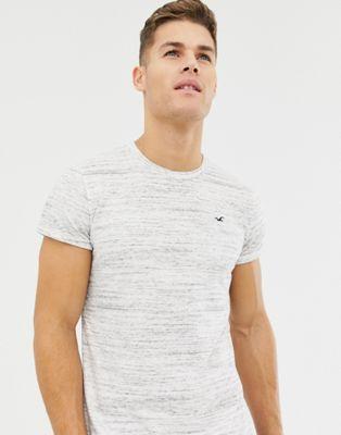 Immagine 1 di Hollister - T-shirt bianco mélange con fondo arrotondato e logo iconico