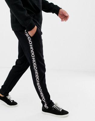 HUGO – Dusten – Schwarze Sweat-Jogginghose mit Logoband an der Seite