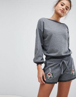 Bild 1 von Hunkemoller – Knits And Pleats – Bestickte Shorts