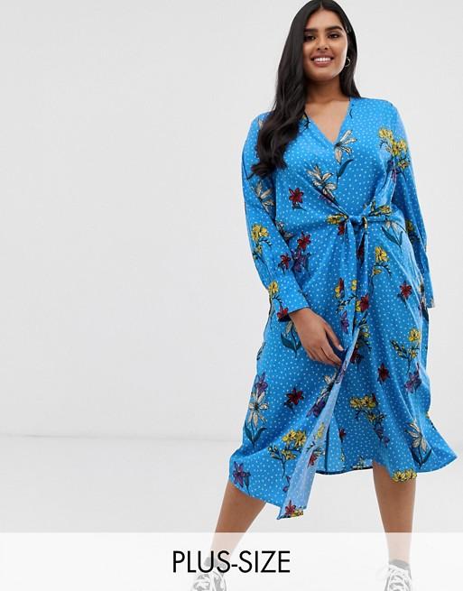 Image 1 sur Influence Plus - Robe mi-longue cache-cœur asymétrique avec nœud et motif à fleurs - Bleu