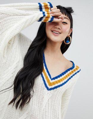 Jersey largo en color hueso con cuello en V con líneas en contraste de Monki