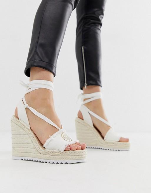 Bild 1 von Juicy Couture – Espadrilles mit Knöchelriemen und Keilabsätzen