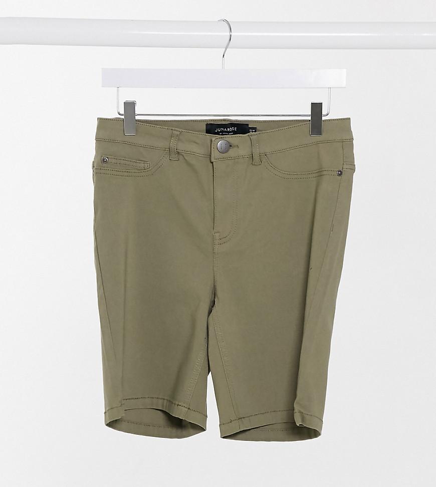Plus-size shorts by Junarose Make some legroom Regular rise Belt loops Zip fly Five pockets Skinny fit Tight cut, regular on the waist
