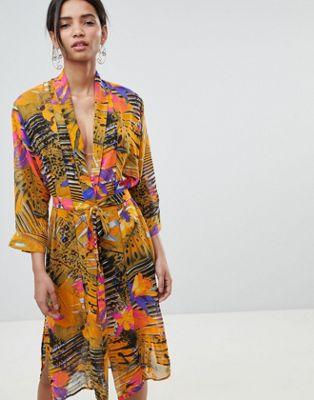 Kimono de playa con estampados variados de Gestuz
