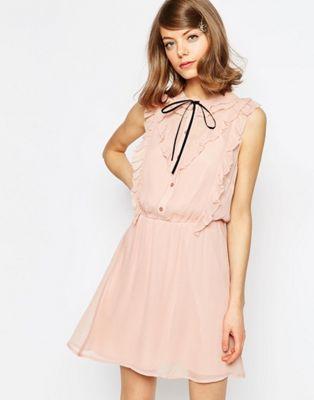 Короткое приталенное платье с оборкой спереди ASOS ASOS
