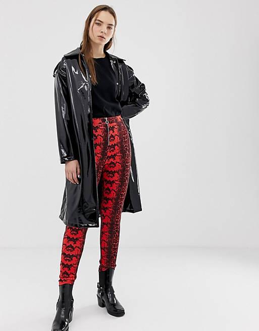 Красные брюки скинни с молнией и змеиным принтом ASOS DESIGN