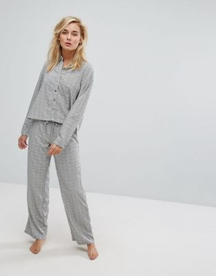 Lazy Days – Lång pyjamas med prickigt mönster