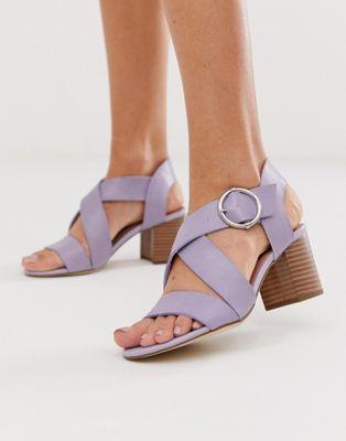 Изображение 1 из Лиловые босоножки из полиуретана на блочном каблуке New Look