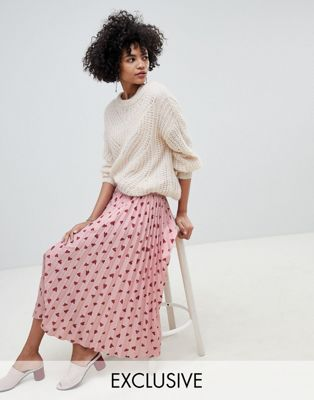 Lily & Lionel exclusive pleated skirt in heart print