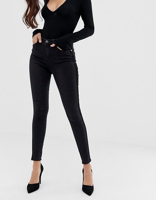 lipsy enge jeans mit hohem bund asos. Black Bedroom Furniture Sets. Home Design Ideas