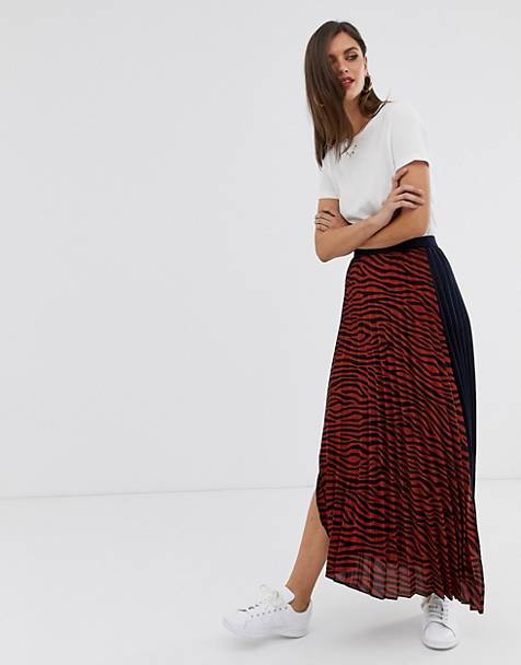 Liquorish pleated midi skirt in tiger print