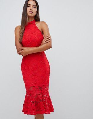 Love Triangle - Hoogsluitende opengewerkte jurk van kant met geschulpte achterkant in rood