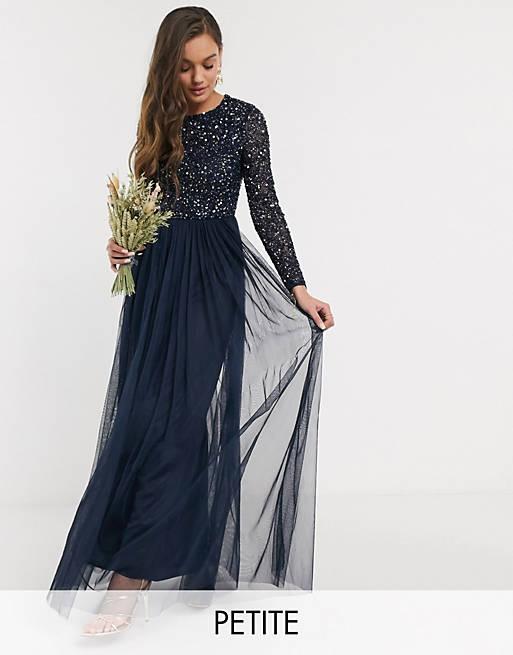 Maya Petite - Vestito lungo da damigella a maniche lunghe in tulle con delicate paillettes tono su tono blu navy