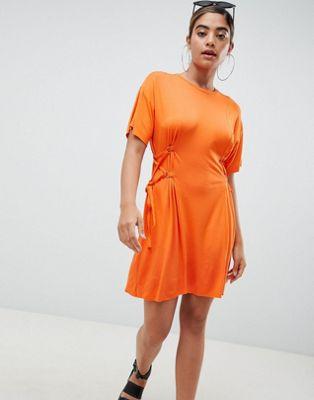 Imagen 1 de Minivestido estilo camiseta con detalle de corsé de ASOS