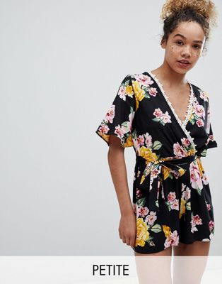 Miss Selfridge Petite - Tuta corta con maniche a kimono e stampa floreale