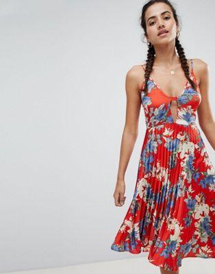 Missguided - Vestito midi a fiori plissettato con spalline sottili