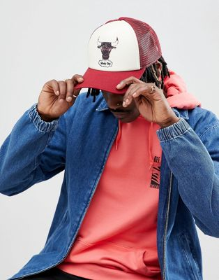 Mitchell & Ness Distressed Trucker Cap Chicago Bulls Exclusive to ASOS
