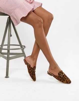Modelo plano con estampado de leopardo Nancy de RAID