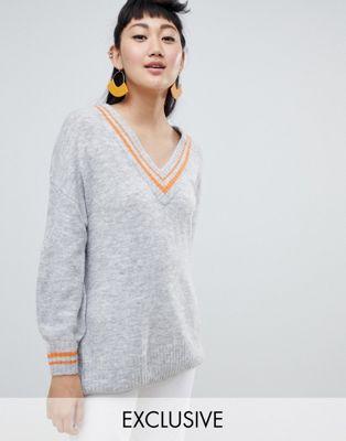 Bild 1 av Monki – grå tröja med djup V-ringning
