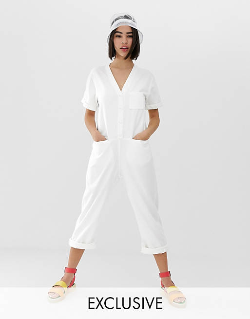 Monki – Jeans-Blaumann in gebrochenem Weiß mit Bio-Baumwolle