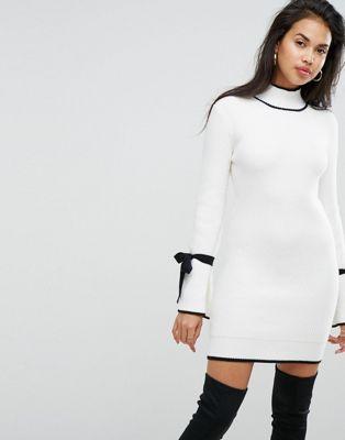 Bild 1 av Morgan – Vit stickad klänning med kontrasterande knytdetalj