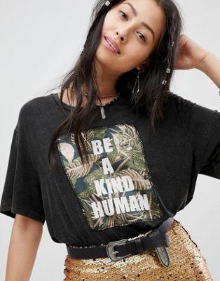 Bild 1 von Native Rose – Legeres Festival-T-Shirt mit Einsatz mit Be Kind-Stickerei