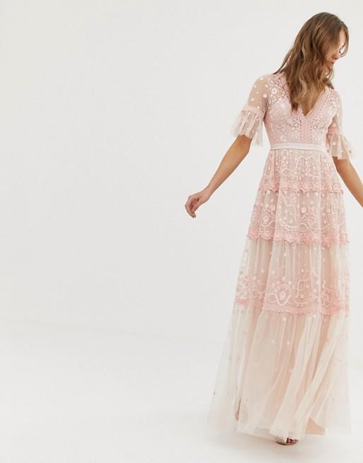 Immagine 1 di Needle & Thread - Vestito lungo rosa ricamato con maniche a volant