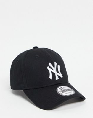 New Era 9Forty NY Adjustable Cap in Black