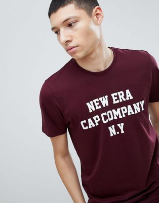 New Era - College T-shirt in kastanjebruin