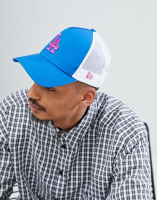 New Era Essential - Los Angeles - Blauwe truckerpet