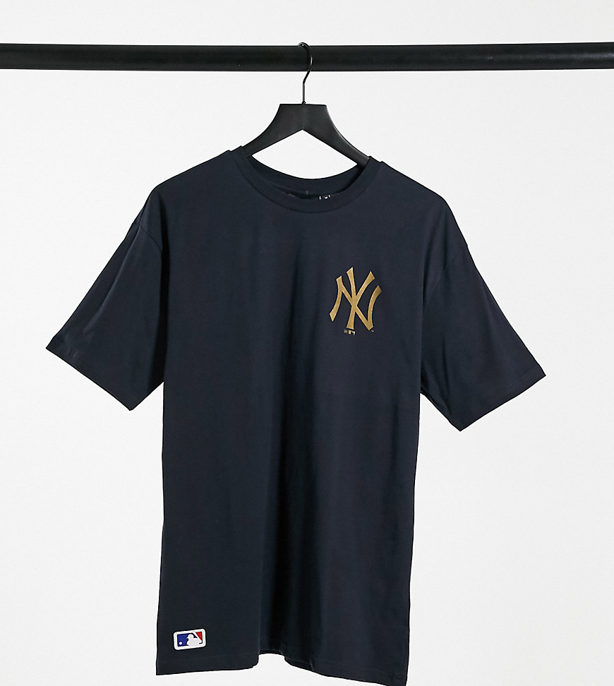 New Era - MLB - Marineblå T-shirt med guldfarvet New York Yankees-logo - Kun hos ASOS