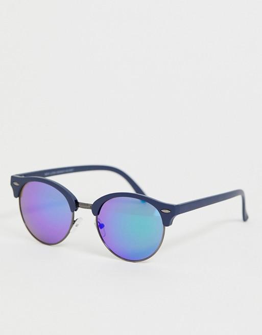 Afbeelding 1 van New Look - Ronde zonnebril met blauwe glazen in zilverkleur