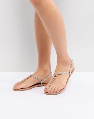 New Look - Sandales plates à entredoigt en similicuir avec détails en métal