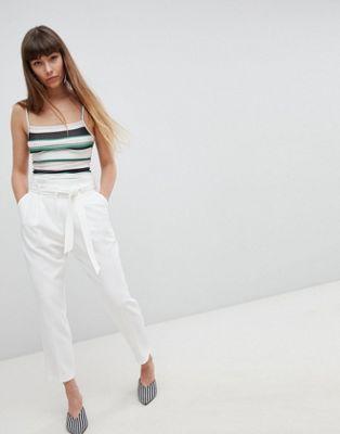 New Look – Schmal zulaufende Hose mit Bindegürtel