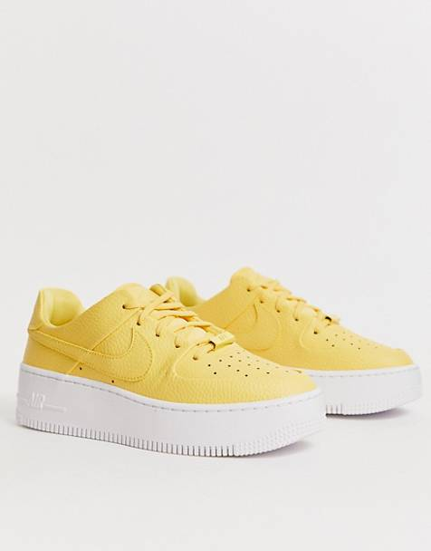 Nike - Air Force 1 Sage - Lage sneakers in geel