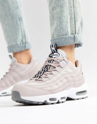 Nike Air Max 95 SE Trainers In Pink AQ4129-600