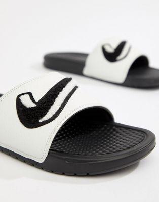 Nike - Benassi JDI - Chenille slippers in wit AO2805-001