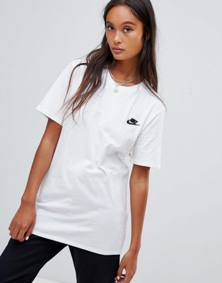 Nike Boyfriend T-Shirt With Embroidered Logo In White
