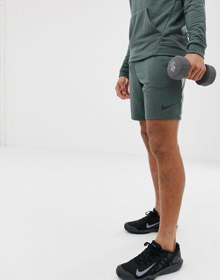 Nike Training – Dry – Grüne Fleece-Shorts
