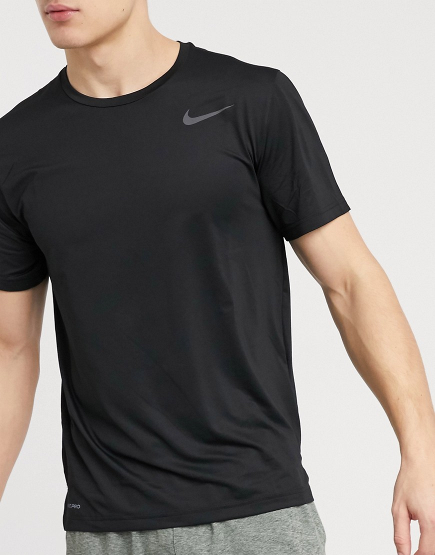 T-shirt by Nike This item is excluded from promo Part of our responsible edit Crew neck Nike Swoosh logo Regular fit True to size