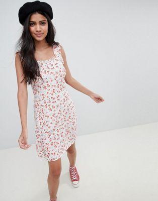 Nobody's Child – Blommönstrad klänning med tunna axelband och ryschad ärm