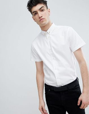 Noose & Monkey Skinny Short Sleeve Shirt In White With Collar Chain