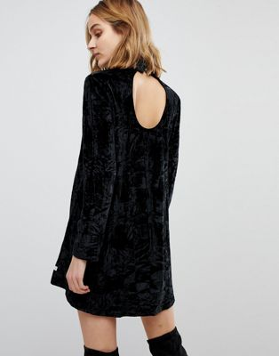 NYTT Elizabeth Long Sleeved Crushed Velvet Dress