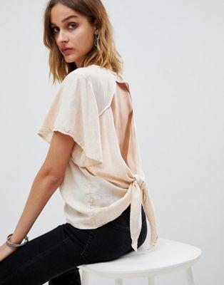 NYTT - Giselle - T-shirt con maniche a volant e apertura con allacciatura sul retro