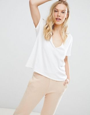 NYTT Kinsley Deep V-Neck T-Shirt